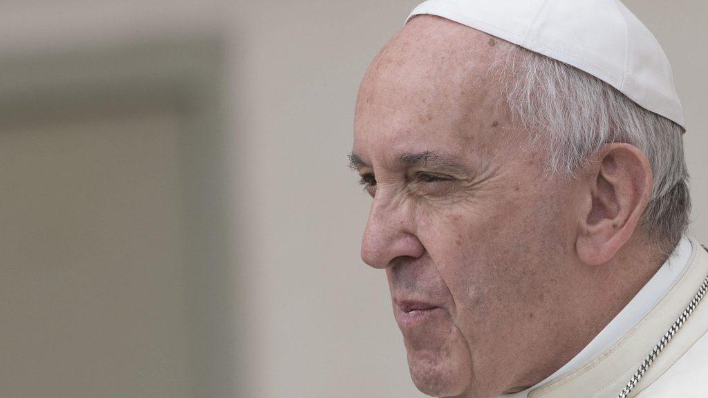 Papa reconhece 'graves erros de avaliação' sobre caso de bispo chileno