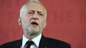 Jeremy Corbyn diz que May deveria ter renunciado após derrota de acordo sobre o Brexit