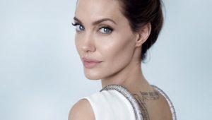 """Medo de rugas? Angelina Jolie """"ama"""" envelhecer: """"significa que estou viva"""""""