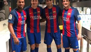 Barcelona vai se afastar de Ronaldinho Gaúcho por causa de apoio a Bolsonaro, diz jornal