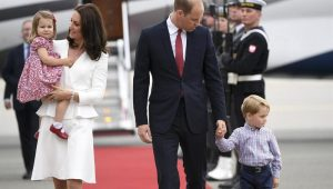 Príncipe William surpreende ao viajar com companhia aérea de baixo custo