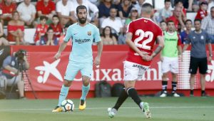 Ex-jogador do Barcelona é indiciado por posse ilegal de arma e lesão corporal