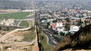 Campanha online quer arrecadar mais de US$30 mi para levantar muro entre EUA e México