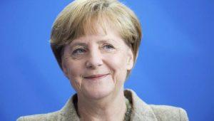 Merkel se reúne nesta sexta-feira com Macron na França para discutir reformas da UE