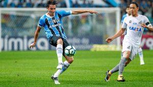 Geromel prega respeito ao Palmeiras, mas avisa: 'Grêmio é difícil de ser batido em casa'