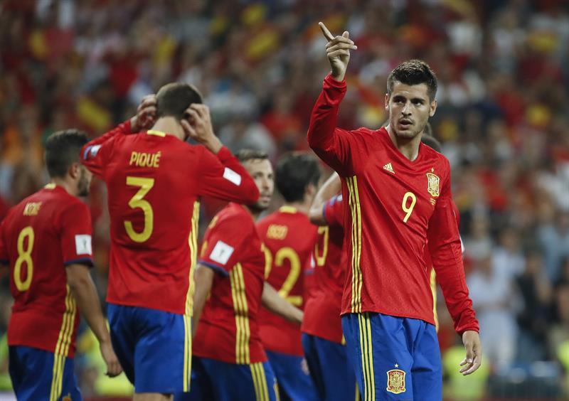 acb11f2128 Espanha bate Itália em confronto direto e se aproxima da Copa do ...
