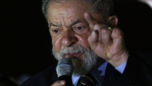 """Lula chama intervenção no RJ de """"pirotecnia"""" e vê Temer articular candidatura"""