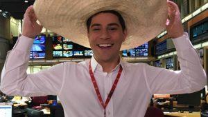 Evaristo Costa posta foto com sombreiro para comemorar a sexta-feira