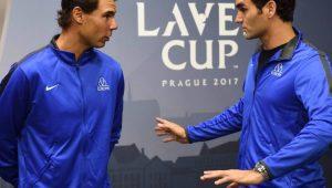 Tenistas Rafael Nadal e Roger Federer conversando