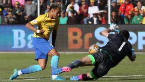 Neymar tenta o drible, mas esbarra no goleiro Lampe