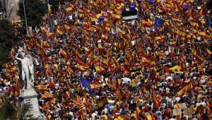 População sai às ruas de Barcelona em defesa da Unidade Espanhola