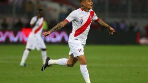 Guerrero cobrou falta com perfeição e garantiu o empate do Peru 1 a 1 Colômbia