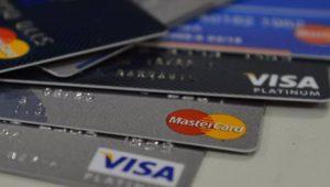 Juro do rotativo do cartão de crédito sobe novamente e atinge 334,5%, diz BC