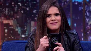 Na TV, Danilo Gentili dá bebida alcoólica para Maisa (sem avisá-la)