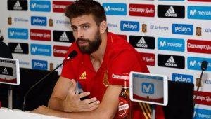 Piqué dá susto na Espanha e deixa treino com dores após pisão em falso