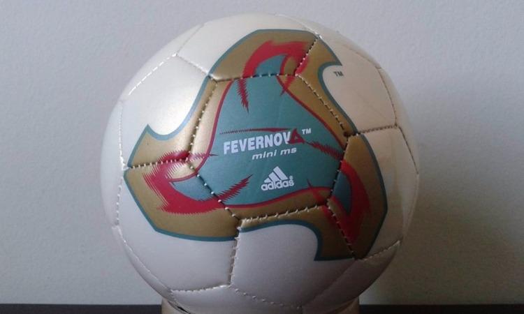 2b87c8622e8a0 ... e o primeiro com uma bola fora do padrão da Tango. A Fevernova  apresentava um design moderno