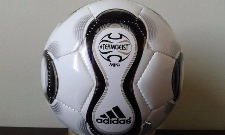 85488cdf33b9f ... uma novidade interessante  a bola era personalizada de acordo com o  jogo
