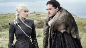 """HBO não vai revelar final de """"GoT"""" ao elenco, indica Emilia Clarke"""