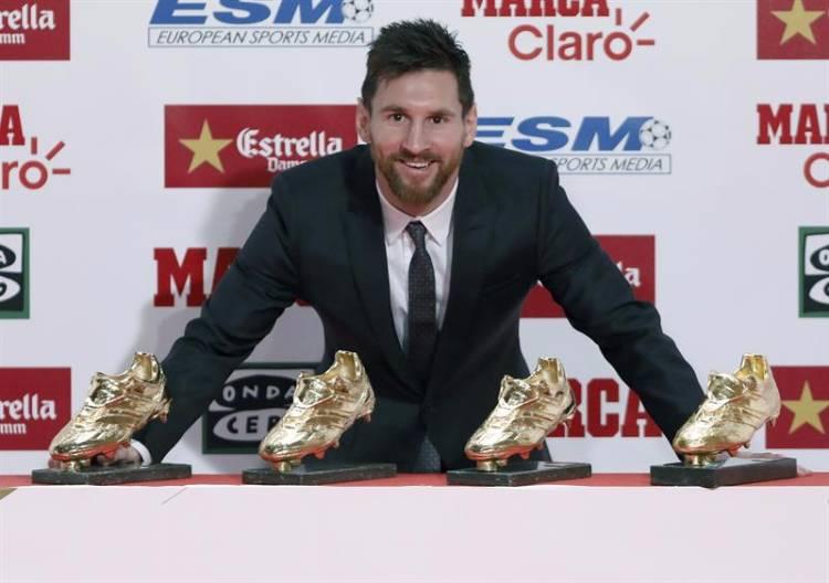 Andreu Dalmau   EFE Messi conquistou o prêmio destinado ao artilheiro da  temporada nos anos de 2010 3ce8d659f3424