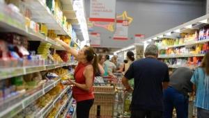 Comércio varejista tem terceira alta seguida e cresce 1% em julho