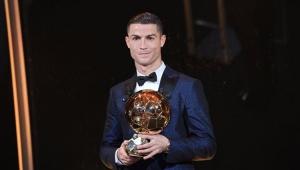 CR7 fala em ganhar mais Bolas de Ouro do que Messi: 'Adoraria e acho que mereço'
