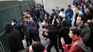 Estudantes protestam contra o governo do Irã