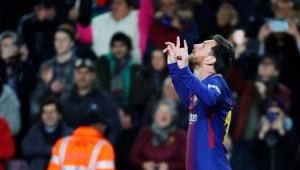 Messi volta a treinar com o elenco após desfalcar o Barcelona por lesão