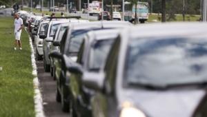 Cerca de 1,5 mi de proprietários de veículos em SP aderem ao pagamento antecipado do licenciamento