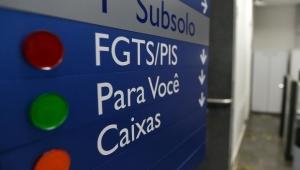 Governo começa a pagar saque do FGTS para clientes da Caixa