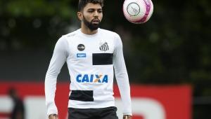 """Decisivo no clássico, Gabriel celebra bom momento no Santos: """"voltei com fome"""""""