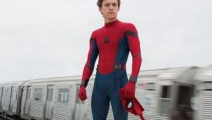 Tom Holland revela novo uniforme de Homem Aranha em talk show dos EUA