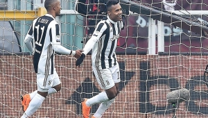 Alex Sandro marca, Juventus vence Torino e assume a liderança do Italiano
