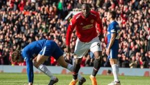 Willian marca, mas Lukaku brilha e Manchester United bate o Chelsea de virada