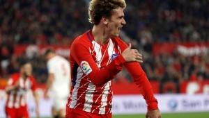 Griezmann faz três, Atlético de Madrid atropela Sevilla e segue à caça do Barça