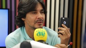 André Gonçalves lembra de tumulto no voo para NY