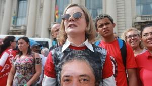 Gleisi critica salário de Moro, mas adivinhe quem recebe mais?