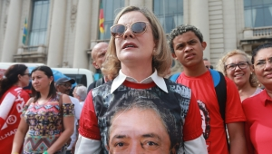 Gleisi manda vídeo a Al Jazira defendendo Lula