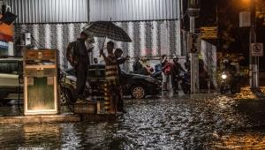 Chuvas voltam a causar alagamentos e queda de árvores no Rio