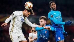 Arsenal perde em casa para suecos, mas avança na Liga Europa; Milan também passa