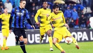 Tolói marca, mas Dortmund busca empate diante do Atalanta e garante vaga às oitavas