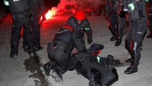 Policial morre em confronto com torcedores na Liga Europa
