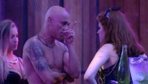 Ana Clara recebe cantada de Jéssica; Ayrton vê e ameaça deixar a casa