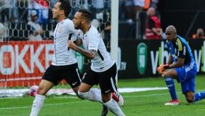 Com um a mais, Corinthians vence e põe fim a invencibilidade do Palmeiras no Paulistão