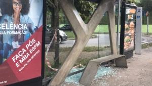 Jovem morre baleado em ponto de ônibus na zona sul de SP