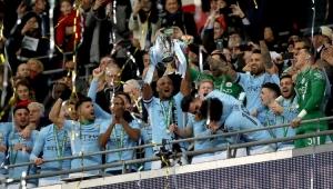 City atropela Arsenal, conquista a Copa da Liga Inglesa e Gabriel Jesus comemora primeiro título