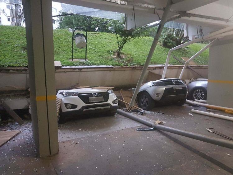 Resultado de imagem para Piso de garagem cai e esmaga 25 veículos em Brasília