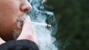 Deputado apresenta projeto para proibir fumo em locais abertos em SP