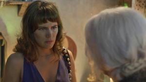 Clara se sente culpada por morte de Vinícius em prisão