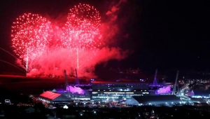 Cerimônia encerra Olimpíada de Inverno com Coreias lado a lado