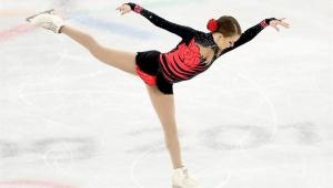 Isadora Williams cai e fica em último na final da patinação; russa fica com o ouro